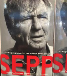 Lyssnade även på Sepp men det var ganska tråkigt och anekdoterna om bland annat Elkjear inte helt färska...
